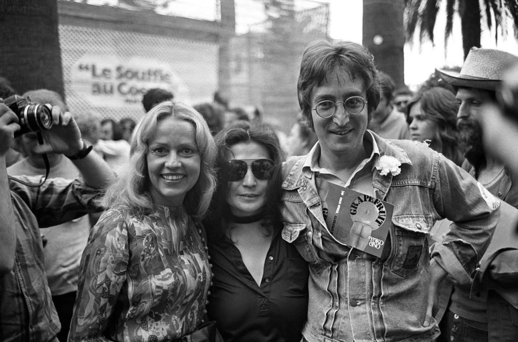 Jeanne-Moreau-Yoko-Ono-and-John-Lennon-@-Cannes-1971-1024x676